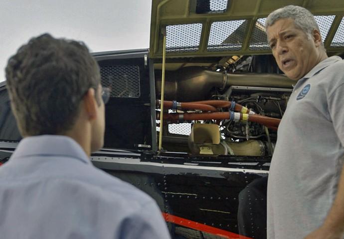 Maurício arma contra o empresário (Foto: TV Globo)