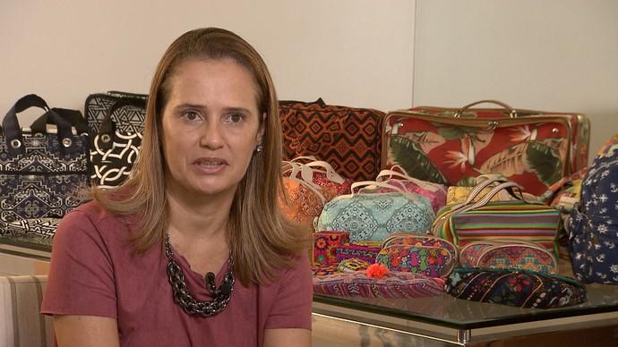 A empresária Teka Cristina vende seus produtos pela internet (Foto: TV Bahia)
