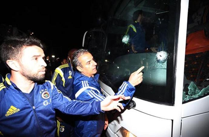 Ataque ônibus Fenerbahce (Foto: Divulgação / Site Oficial)