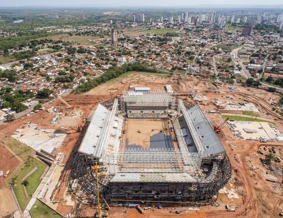 Imagem aérea das obras na Arena Pantanal, em Cuiabá (MT), um dos estádios da Copa do Mundo (Foto: Jose Medeiros/Portal da Copa/AP)