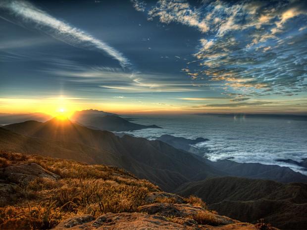 Fotógrafo registrou pôr-do-sol no Pico dos Marins em Piquete (SP) (Foto: Arquivo Pessoal/Ricardo Martins)