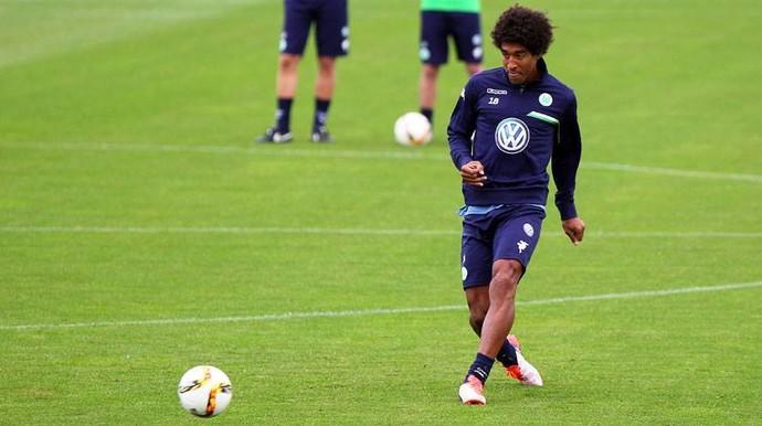 Dante já realizou seu primeiro treino no Wolfsburg (Foto: Reprodução/Facebook)