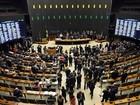 Para votar impeachment, deputados deixam ministérios e secretarias