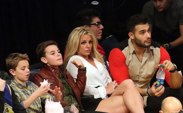 Britney Spears e Sam Asghari com Jayden e Sean (Foto: The Grosby Group)