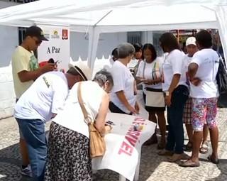 Moradores de Resende participam de passeata pela paz (Foto: Reprodução RJTV 1ª Edição)