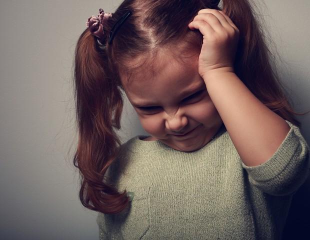 Menina com dor de cabeça (Foto: Thinkstock)