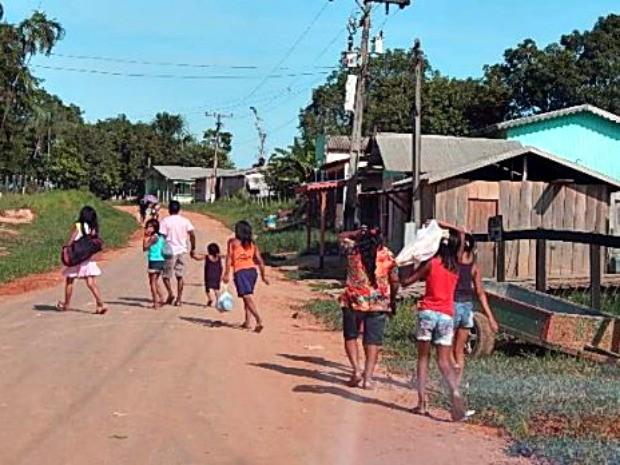 Indígenas foram flagrados recolhendo alimentos em lixão e Funai diz que já acompanha famílias (Foto: Antônio Messias/Arquivo Pessoal)