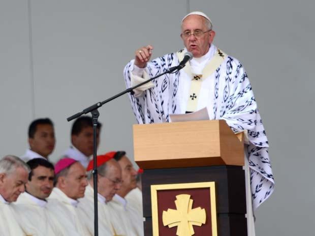 Papa Francisco realiza missa campal em Quito, no Equador (Foto: AFP PHOTO/MARTIN BERNETTI)