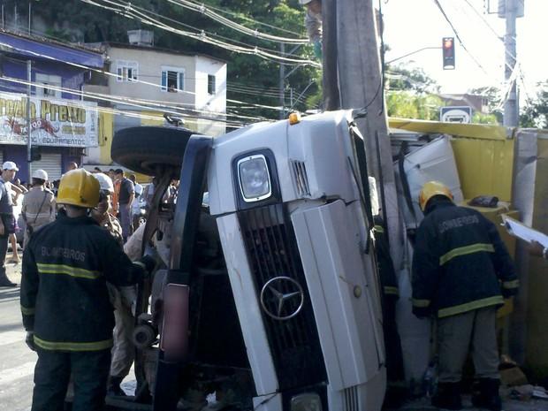 Acidente deixou três mortos na Avenida Maruípe (Foto: Eliana Gorriti / TV Gazeta)