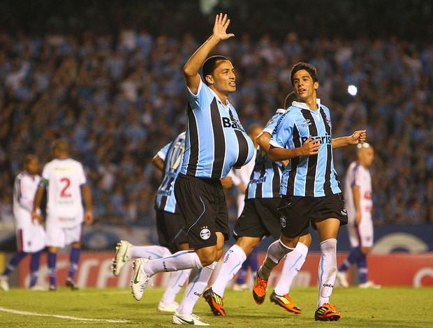 Léo Gago comemora o gol contra o Fortaleza (Foto: Lucas Uebel/Divulgação, Grêmio)