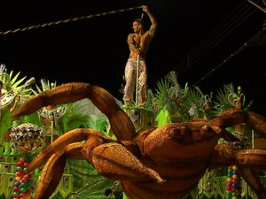 A Casamba leva muito veneno à avenida do samba em Rio Claro (Foto: Marlon Tavoni/EPTV)