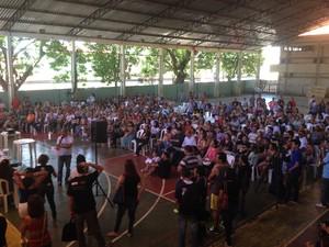 Professores em assembleia com a Prefeitura de Macapá (Foto: John Pacheco/G1)