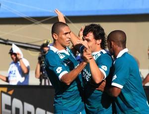 Ricardo Goulart comemora primeiro gol do Goiás contra o Atlético-GO (Foto: Zuhair Mohamad/O Popular)