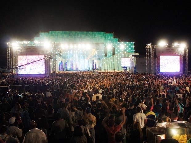 Milhares de pessoas acompanharam as apresentações do Festival Promessas (Foto: Ricardo Moreira / G1)