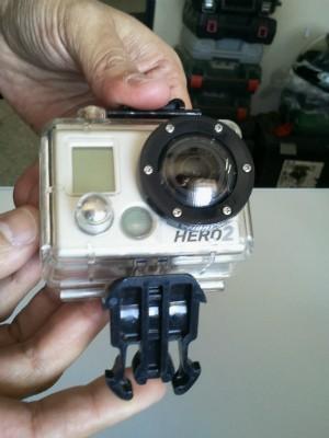 A câmera usada por Alex Adelmann registrou o momento em que ele foi atingido pela asa do avião. (Foto: Geraldo Jr. / G1)