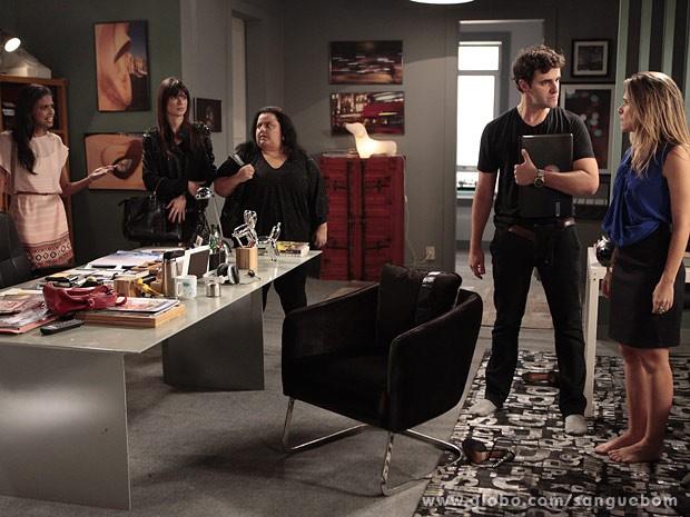 Luz e Vitinho ficam desconfiados de Tina (Foto: Sangue Bom / TV Globo)
