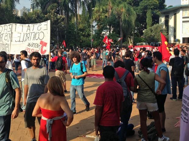 Assembleia MPL na Praça Silvio Romero (Foto: Marcelo Mora/G1)