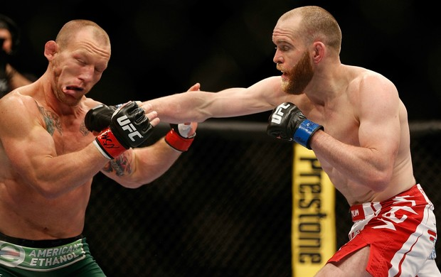 CIGANO NOCAUTEIA HUNT COM CHUTE RODADO; ACOMPANHE CARD PRINCIPAL (Getty Images)