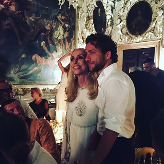 """Franca Sozzani with her son, Francesco Carrozzini, at the afterparty hosted by Valentino Garavani to celebrate the Venice Film Festival premiere of his documentary, """"Franca: Chaos and Creation"""" (Foto: @SuzyMenkesVogue)"""