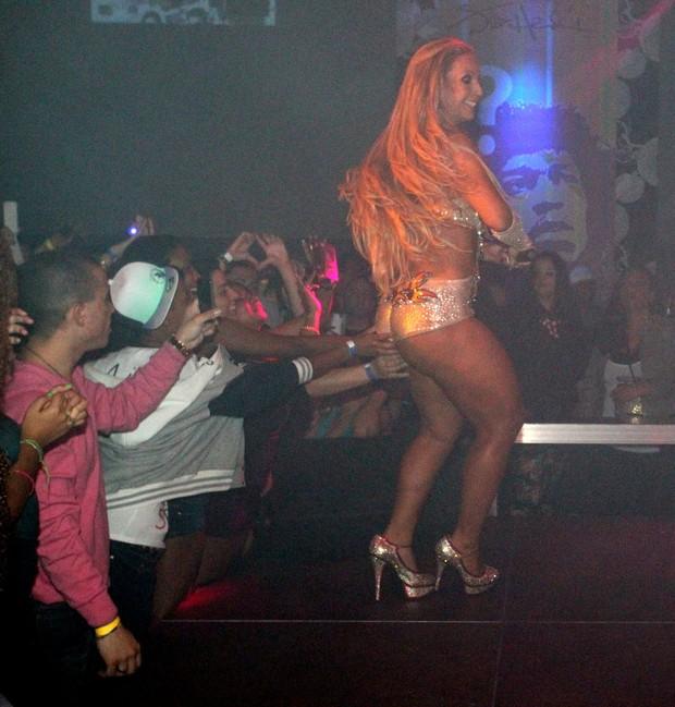 Valesca Popozuda faz show na Suiça (Foto: Francisco Silva)
