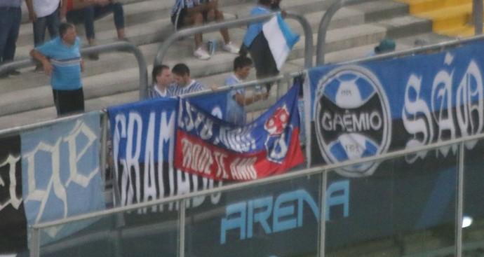 Bandeira da La U na Arena do Grêmio Universidad do Chile (Foto: Eduardo Moura/Globoesporte.com)