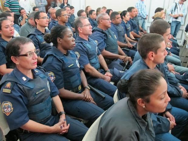 Guarda Municipal compareceu à assinatura dos decretos (Foto: Jéssica Bitencourt / G1)