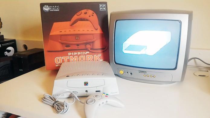 Pippin, videogame da Apple que foi um fracasso, rodando em uma TV (Foto: Reprodução/Museu do Videogame)