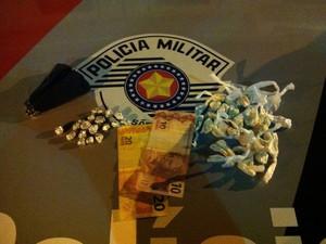 Entorpecentes apreendidos na Vila Natal, em Mogi (Foto: Divulgação/Polícia Militar)