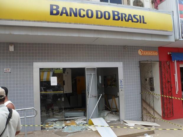 Bandidos explodiram agência do Banco do Brasil (Foto: William Boy/Jornal Informe Ativo)