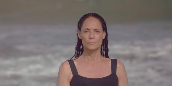 A atriz numa cena do filme 'Aquarius', de Kleber Mendonça Filho, que concorre à Palma de Ouro este ano (Foto: Victor Jucá)