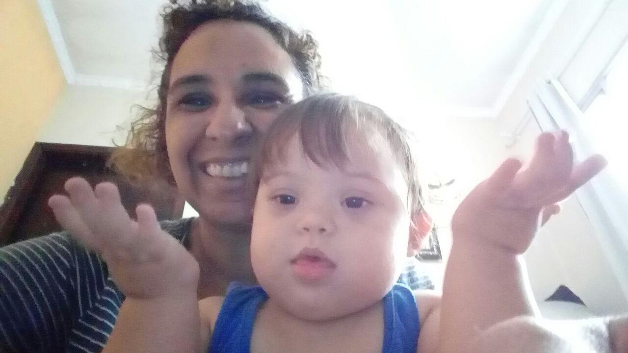 A mãe, Claudineia, com a pequena Dani (Foto: Acervo pessoal)