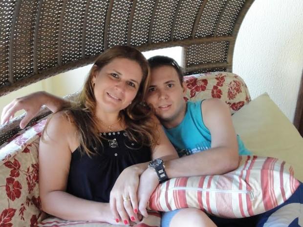 Fillipe Carvalho escreveu livro O Quadro Azul enquanto fazia tratamento de câncer e, após a morte dele, a mãe concluiu a obra na Paraíba (Foto: Gerlane Carvalho/Arquivo Pessoal)