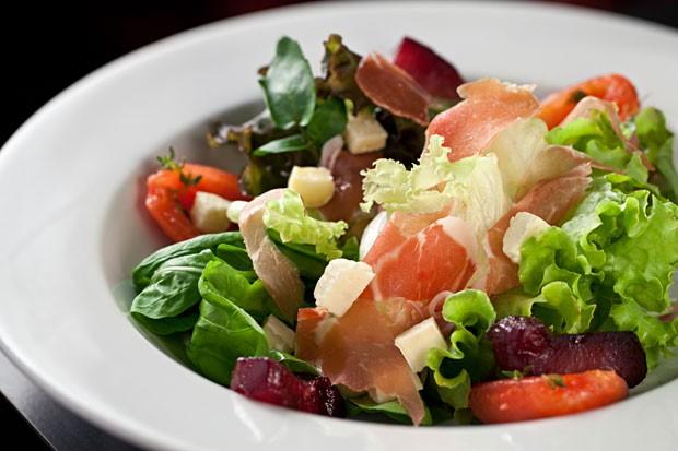 salada-italiana (Foto: Rodrigo Azevedo/Divulgação)