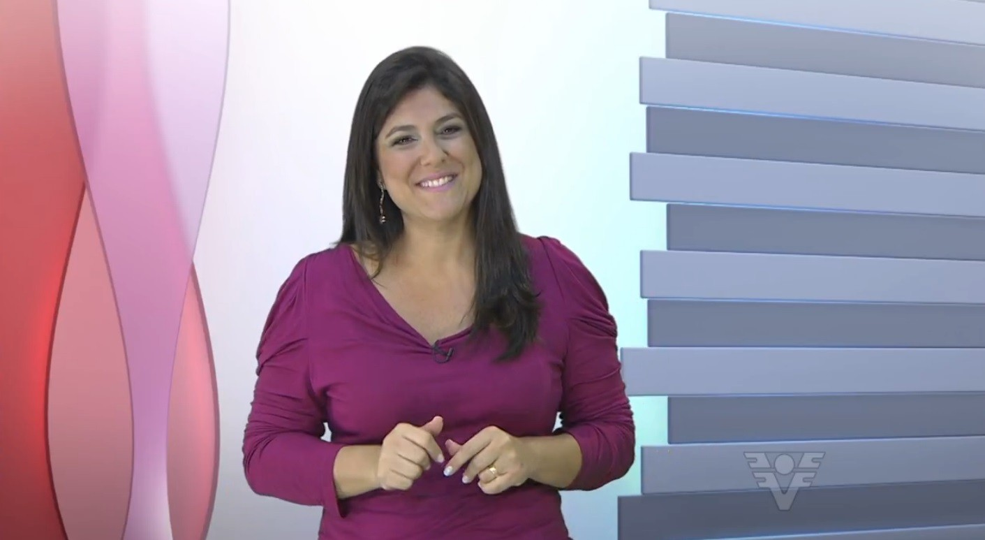Janaina Hohne apresentando o Viver Bem (Foto: Reprodução/TV Tribuna)