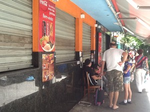 Restaurante não abriu após confronto no Pavão-Pavãozinho na Zona Sul do Rio (Foto: Cristiane Cardoso/G1)