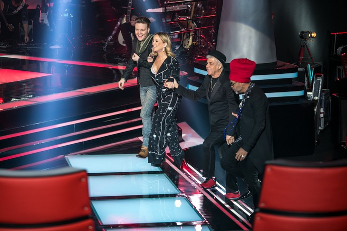 Técnicos do The Voice Brasil no palco do reality (Foto: Raphael Dias/Gshow)