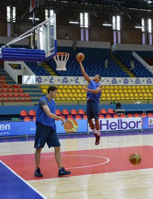 malvín; uruguai; mogi das cruzes; treino; sul-americana; basquete (Foto: Thayana Alvarenga)