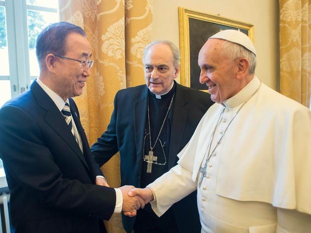 O secretário geral da ONU, Ban Ki-moon, se encontrou nesta terça-feira (28) com o Papa Francisco no Vaticano (Foto: Andrew Medichini/AP)