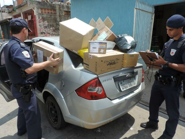 Guarda recupera carro e encomendas dos Correios em Jundiaí (Foto: Luciano Guerino/Guarda Municipal de Jundiaí)