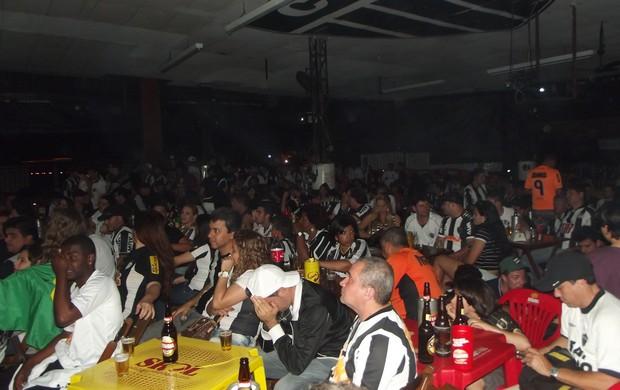 Cerca de 500 atleticanos estiveram presentes no Galo Doido, em Ipatinga. (Foto: Patrícia Belo /globoesporte.com)