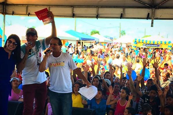 A apresentadora do MGTV Vanessa Carlos, o locutor da Regional FM Élvio e Aldair animaram o palco do Integração Bairro, em Uberlândia (Foto: Divulgação | TV Integração)