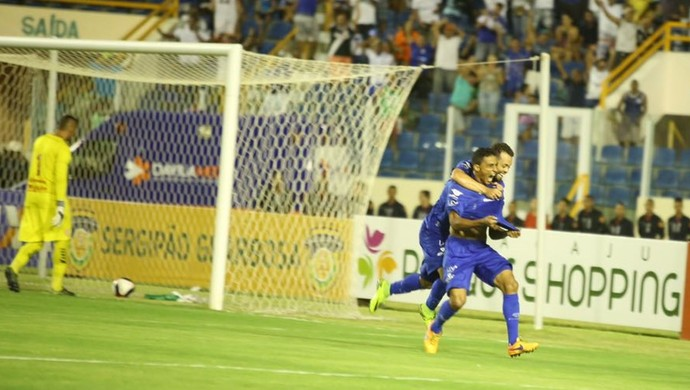 Rafael faz golaço contra ex-clube na Arena Batistão (Foto: Divulgação/ADC)