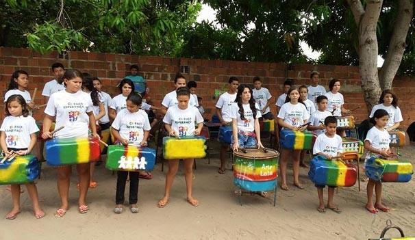 Projeto Reciclando Sonhos oferece aulas de dança e música para crianças e adolescentes  (Foto: Divulgação)