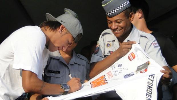 Neymar em evento beneficente em Santos (Foto: Mariane Rossi / TVTribuna.com)