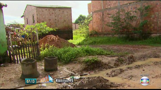 Moradores de Ribeirão tentam retomar rotina após inundação na Mata Sul de Pernambuco
