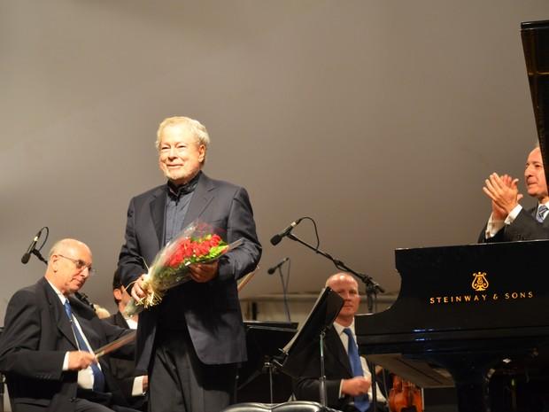 Nelson Freire voltou ao palco várias vezes pelos aplausos do público em Boa Esperança (Foto: Samantha Silva / G1)