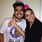 Caio Castro posa abraçado com Alinne (Patrícia Oliveira/G1)