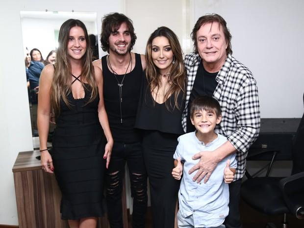 Fábio Jr. com os filhos Krizia, Fiuk, Tainá e Záion em show em São Paulo (Foto: Manuela Scarpa/ Brazil News)