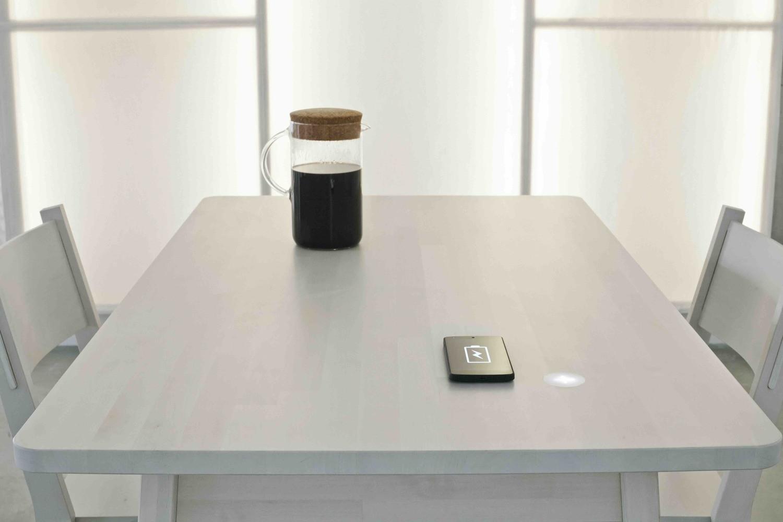 Nova tecnologia permite que mesa carregue celular e outros dispositivos (Foto:  reprodução/site (Ikea Space10))