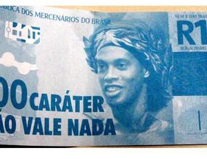 Ronaldinho nota de 100 caráter (Foto: Reprodução)